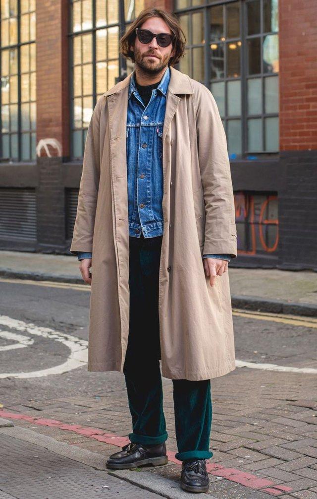 Як і з чим стильно носити чоловічий тренч: 10 модних ідей у фото - фото 428658