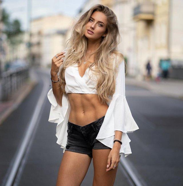 Дівчина тижня: спокуслива Аліса Шмідт, яка є найсексуальнішою спортсменкою планети (18+) - фото 428668