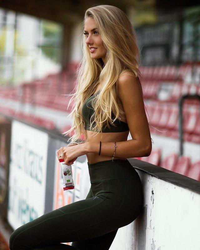Дівчина тижня: спокуслива Аліса Шмідт, яка є найсексуальнішою спортсменкою планети (18+) - фото 428675