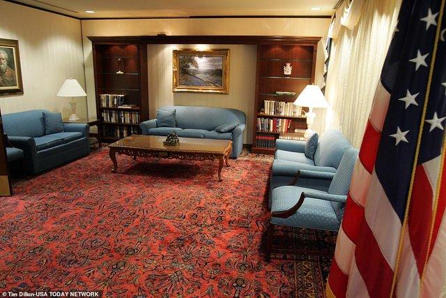 У мережі показали, як виглядає палата Трампа, в якій 6 кімнат - фото 428785