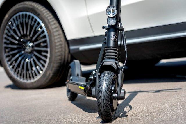 Mercedes представила електросамокат з ресурсом на 5000 км пробігу - фото 428869