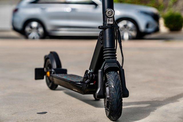Mercedes представила електросамокат з ресурсом на 5000 км пробігу - фото 428870