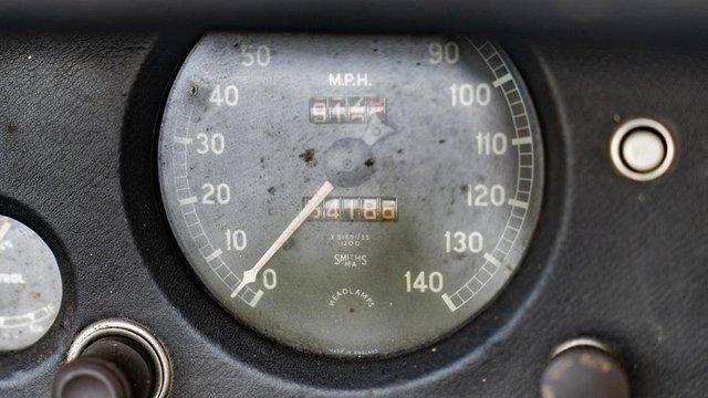 В амбарі виявили 66-річний родстер Jaguar з багатою історією: фото - фото 429115