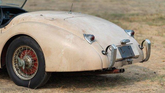 В амбарі виявили 66-річний родстер Jaguar з багатою історією: фото - фото 429118
