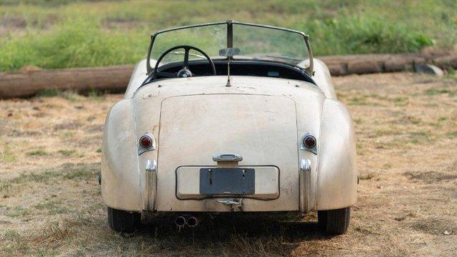 В амбарі виявили 66-річний родстер Jaguar з багатою історією: фото - фото 429120