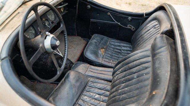 В амбарі виявили 66-річний родстер Jaguar з багатою історією: фото - фото 429121