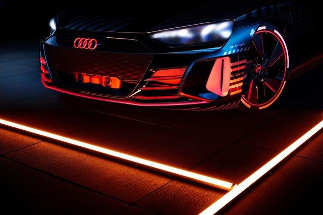 Audi представила прототип потужного E-Tron GT: ефектні фото - фото 429372