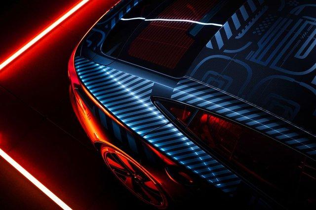 Audi представила прототип потужного E-Tron GT: ефектні фото - фото 429373
