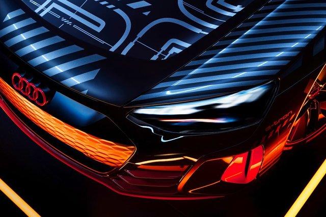 Audi представила прототип потужного E-Tron GT: ефектні фото - фото 429374