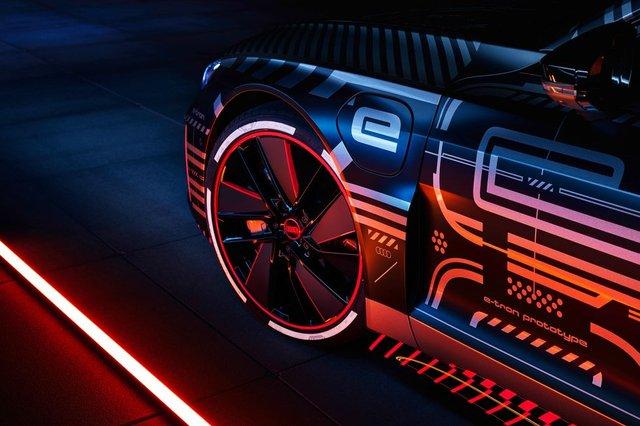 Audi представила прототип потужного E-Tron GT: ефектні фото - фото 429375