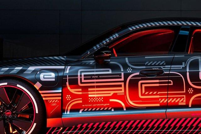 Audi представила прототип потужного E-Tron GT: ефектні фото - фото 429378
