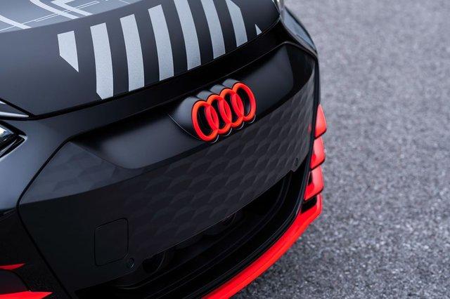 Audi представила прототип потужного E-Tron GT: ефектні фото - фото 429380