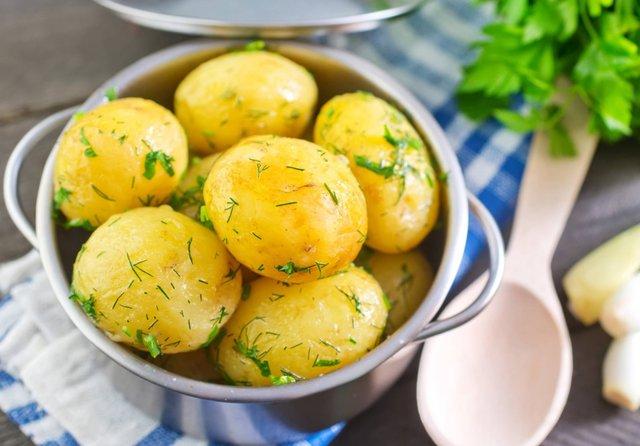 Польські експерти розповіли, як правильно варити картоплю - фото 429579