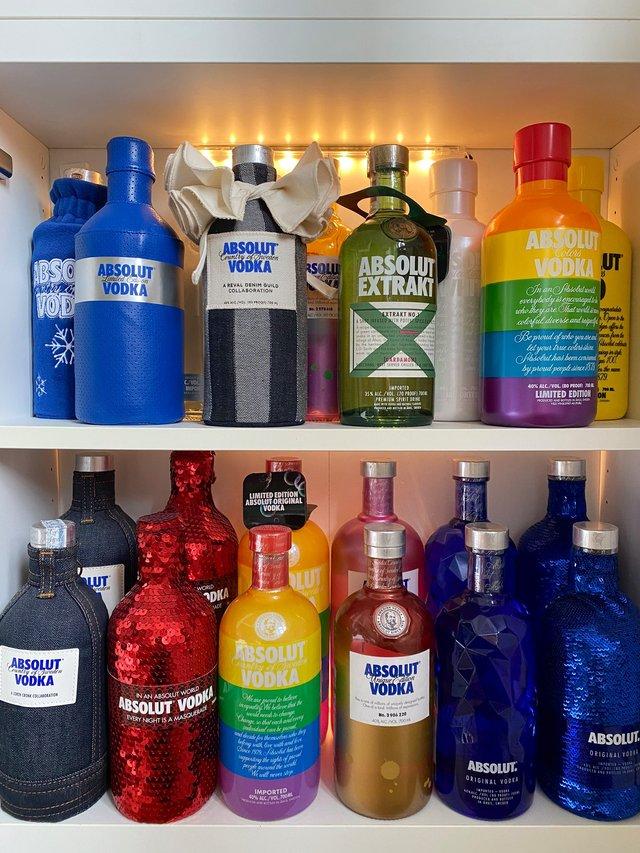 Юзер Twitter збирає лімітовані пляшки Absolut: фото 124 версії з оригінальним дизайном - фото 429774