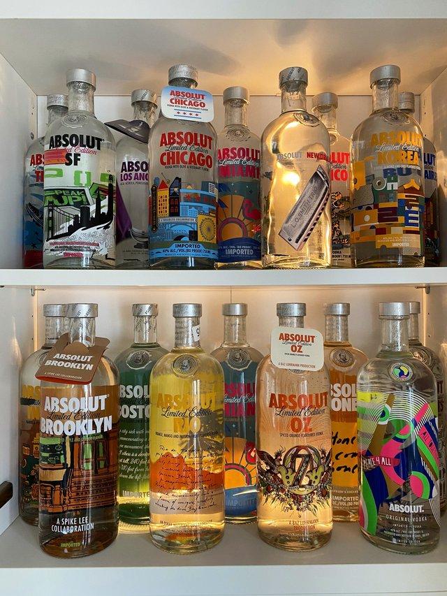 Юзер Twitter збирає лімітовані пляшки Absolut: фото 124 версії з оригінальним дизайном - фото 429777