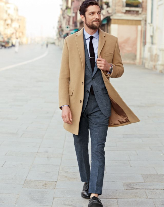 Найкращі бежеві пальта для чоловіків: 10 модних моделей цього сезону - фото 429800
