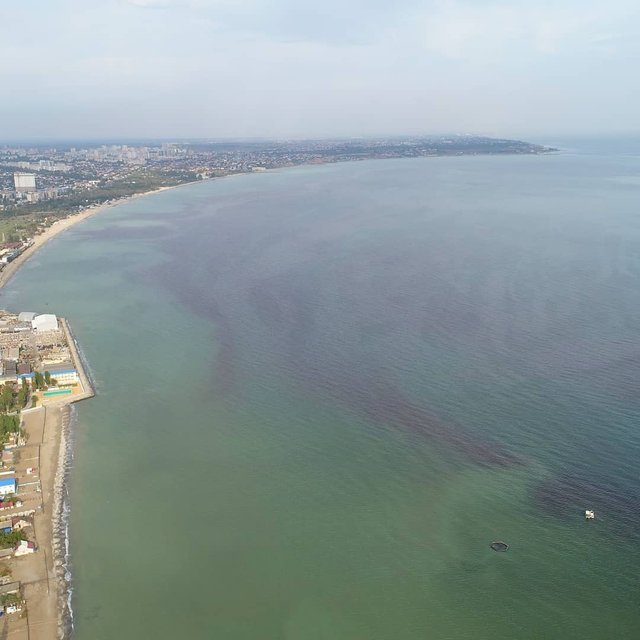 Море біля Одеси стало червоним: фотофакт - фото 429875