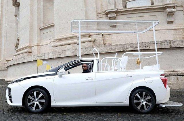 Новим автомобілем Папи Римського став стильний водневий седан Toyota: фото - фото 429894