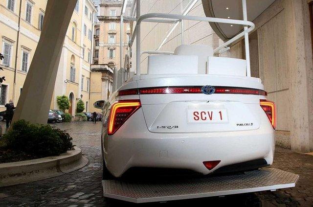 Новим автомобілем Папи Римського став стильний водневий седан Toyota: фото - фото 429895