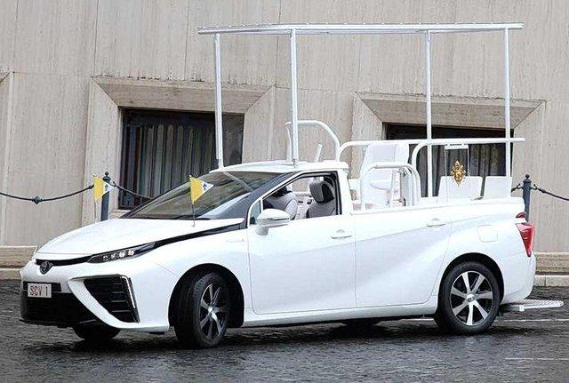 Новим автомобілем Папи Римського став стильний водневий седан Toyota: фото - фото 429897