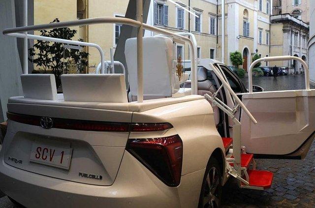 Новим автомобілем Папи Римського став стильний водневий седан Toyota: фото - фото 429898