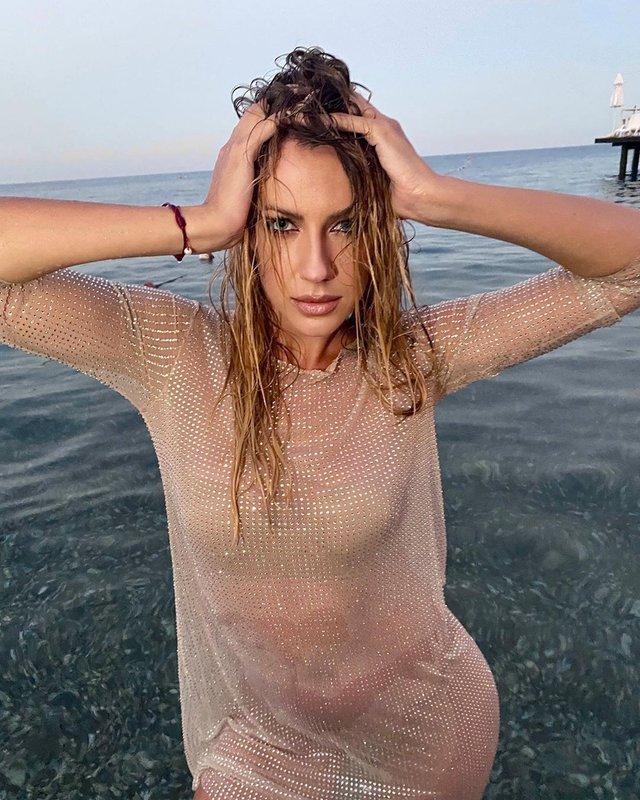Леся Нікітюк завела шанувальників ідеальною фігурою у мокрій сукні - фото 429910