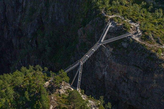 У Норвегії побудували міст з 99 сходинками через знаменитий водоспад Ворінгфоссен: відео - фото 430041