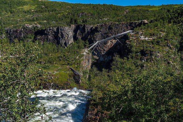 У Норвегії побудували міст з 99 сходинками через знаменитий водоспад Ворінгфоссен: відео - фото 430042
