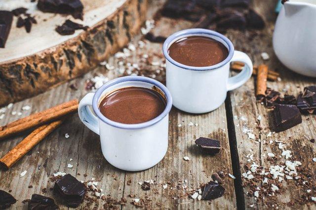 Гарячий шоколад: рецепт ідеального зігріваючого напою - фото 430386