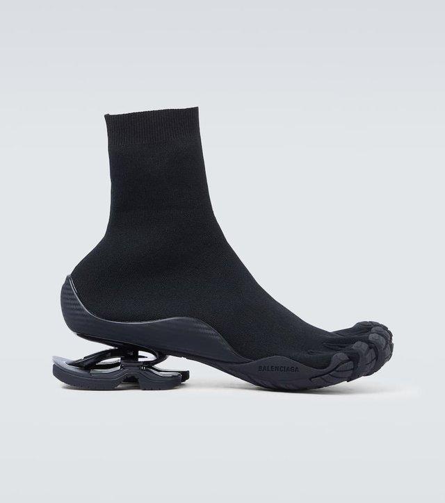 Balenciaga, тільки не це! Бренд створив взуття на п'ять пальців - фото 430407