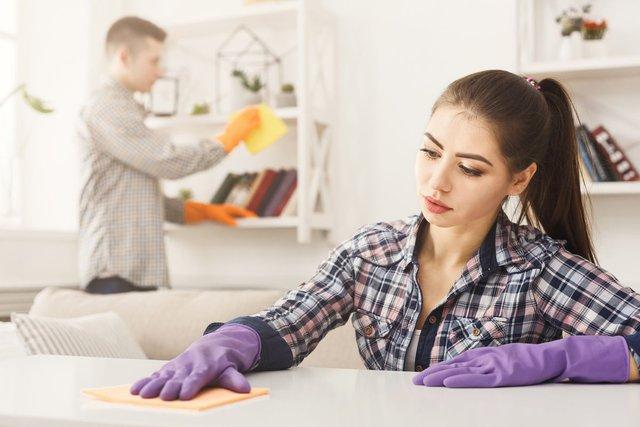 Експерти назвали головну помилку під час прибирання оселі в період пандемії COVID-19 - фото 430426