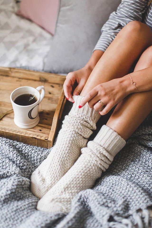 Лікарка розповіла, на що вказують постійно холодні ноги - фото 430591