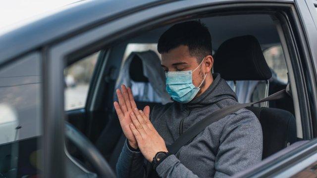 Чому не варто заправляти автомобіль без рукавичок - фото 430631
