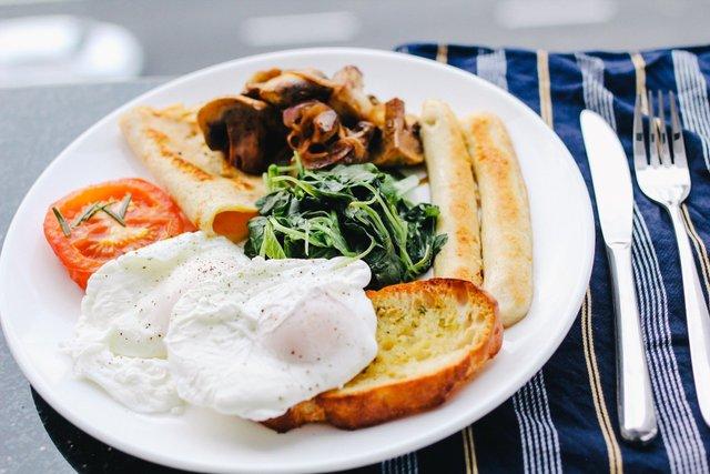 Чим потрібно снідати, щоб розігнати метаболізм - фото 430677