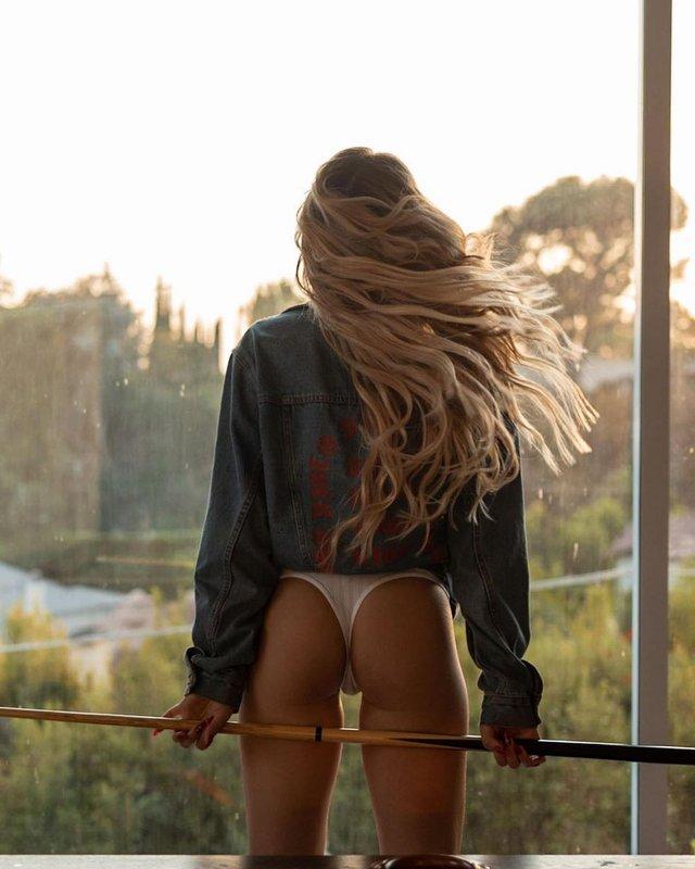 Дівчина тижня: розкута юна модель Чарлі Джордан, яка заводить відвертими фото (18+) - фото 430790