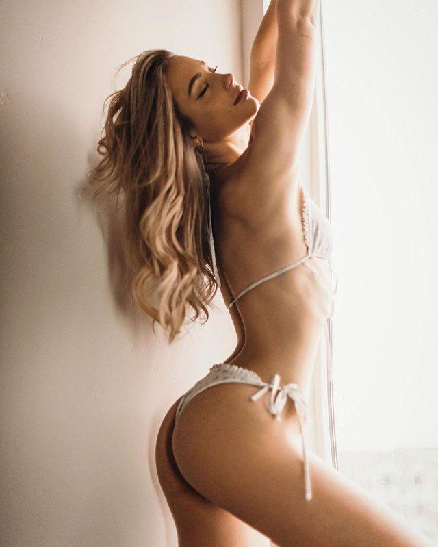 Дівчина тижня: розкута юна модель Чарлі Джордан, яка заводить відвертими фото (18+) - фото 430796