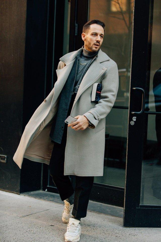 З чим носити чоловіче пальто: 10 стильних образів у фото - фото 430805