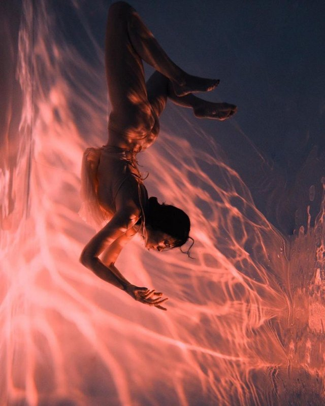 Даша Астаф'єва розбурхала мережу розкутим кадрами під водою - фото 430835