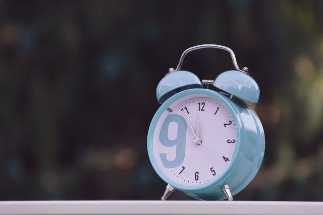Коли переводять годинник на зимовий час 2020 в Україні: дата переходу - фото 431038