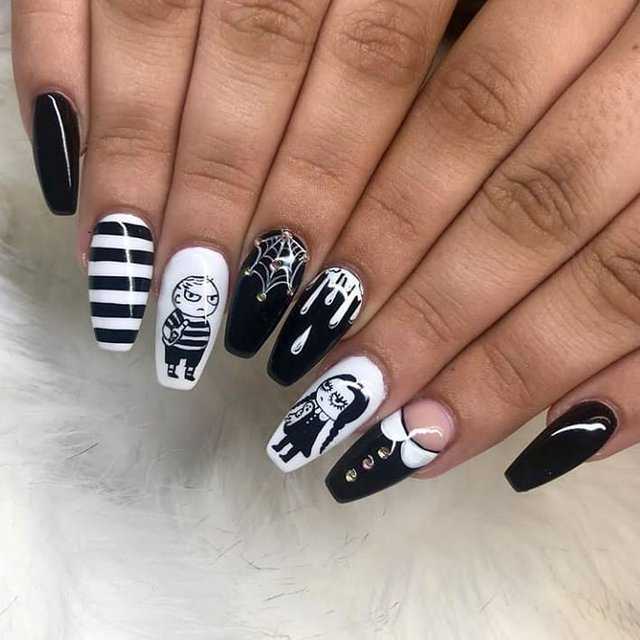 Манікюр на Хеловін 2020: модні тренди дизайну нігтів у фото - фото 432523