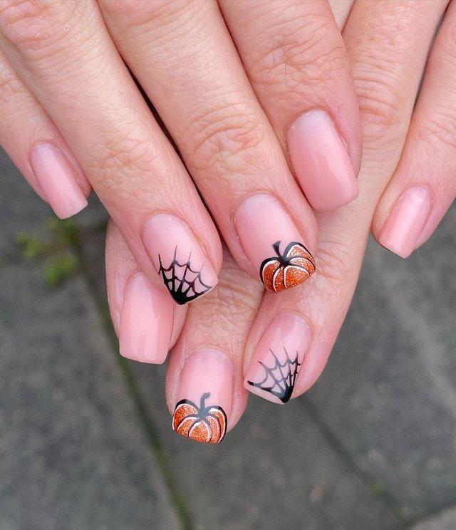 Манікюр на Хеловін 2020: модні тренди дизайну нігтів у фото - фото 432533