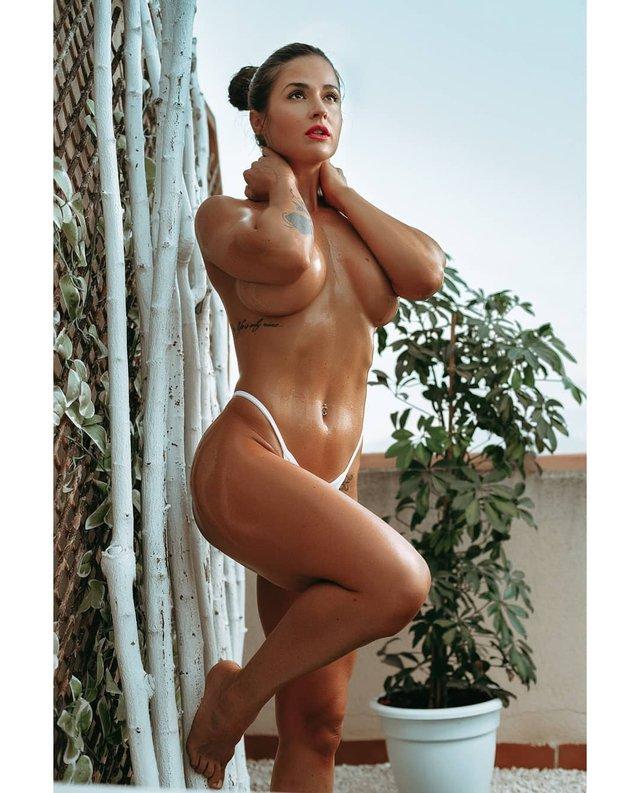 Дівчина тижня: фітнес-модель без комплексів Заїра Серрано, яка заводить голими фото (18+) - фото 433056