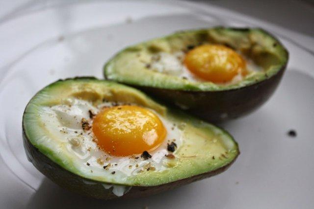 Фахівці розповіли, який сніданок допоможе уникнути стресу вранці - фото 433163