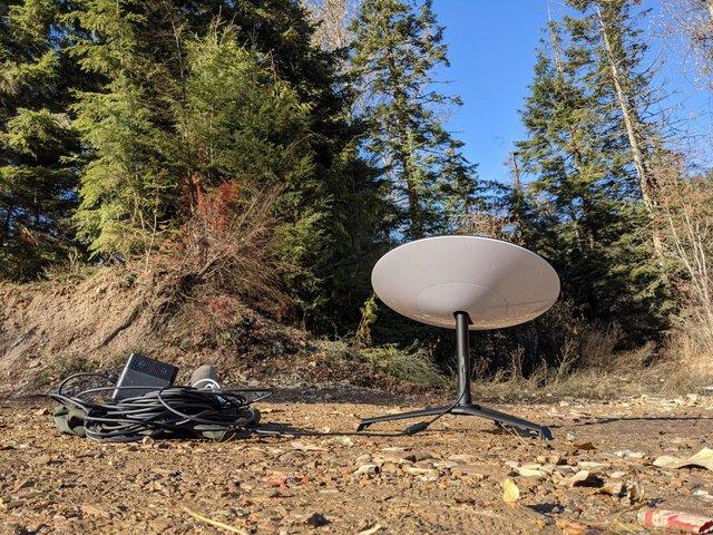 У мережі показали, як виглядає антена для прийому сигналу супутникового інтернету Starlink - фото 433299