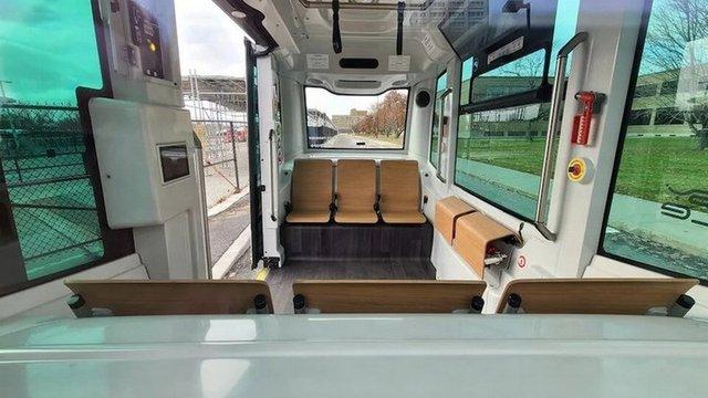 У Канаді почали курсувати безпілотні міські автобуси - фото 433669