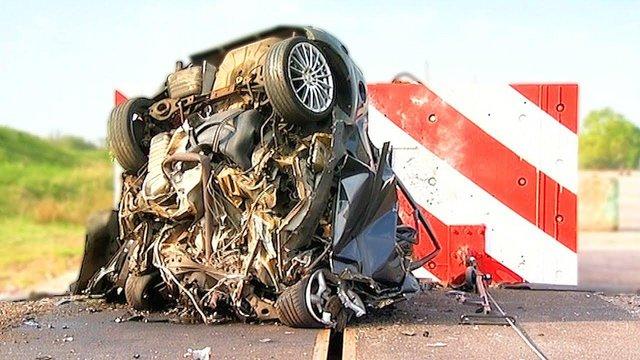 Volvo скидає свої автомобілі з 30-метрової висоти: навіщо це роблять? - фото 434921