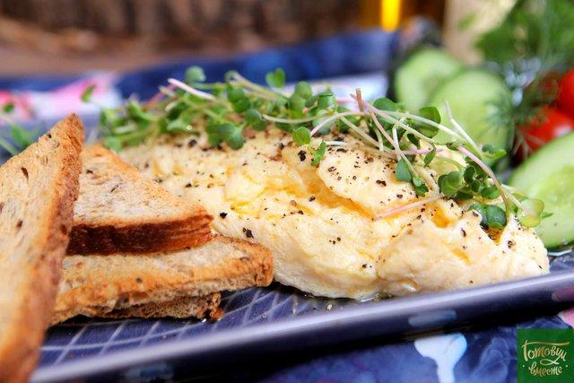 Що приготувати на сніданок для всієї родини за 5 хвилин - фото 435041