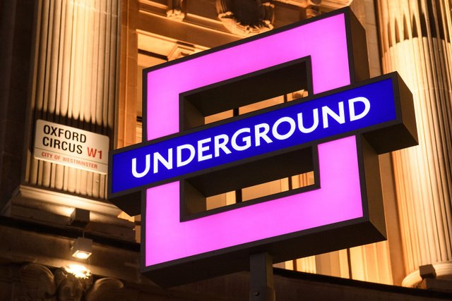 Sony підготувала лондонське метро до виходу PlayStation 5 - фото 435677