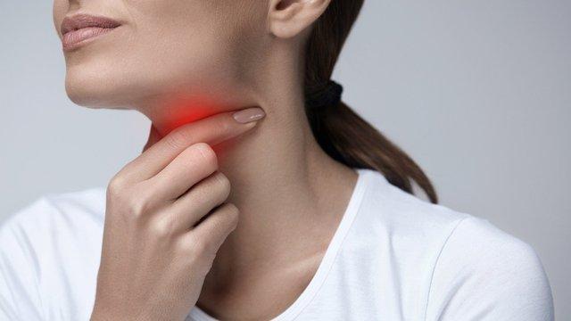 Чому робота з дому може стати причиною появи болю в горлі - фото 436479