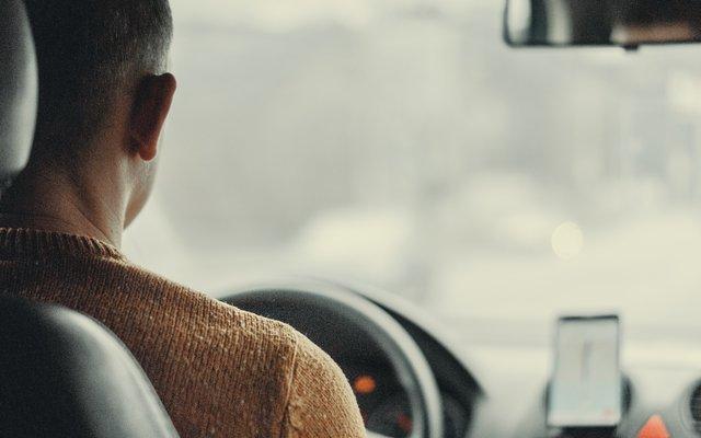 Як електронні асистенти впливають на водіїв на дорогах: дослідження - фото 436781